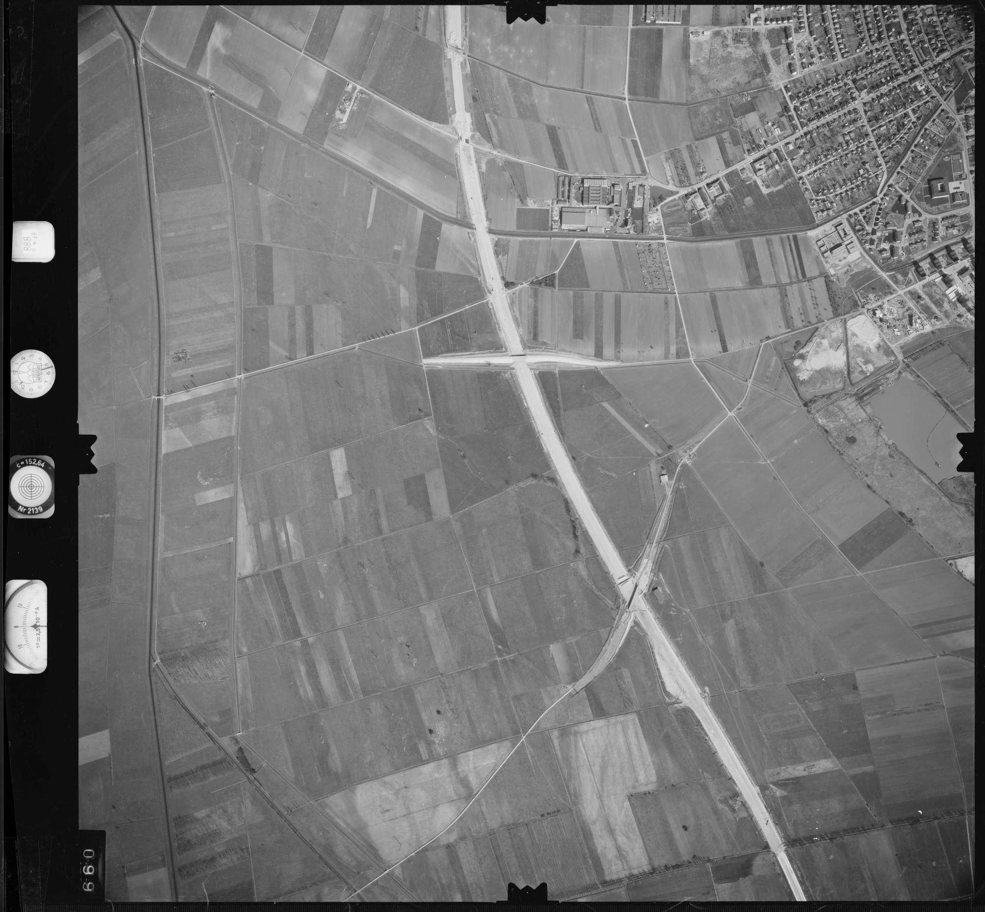 Luftbild: Film 888 Bildnr. 660, Bild 1