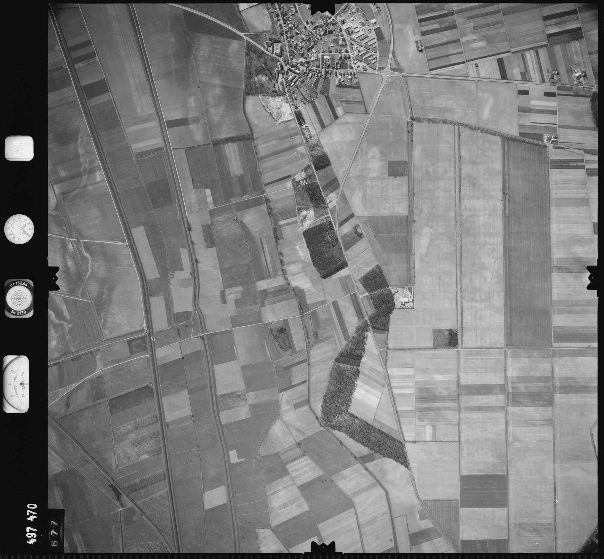 Luftbild: Film 888 Bildnr. 677, Bild 1