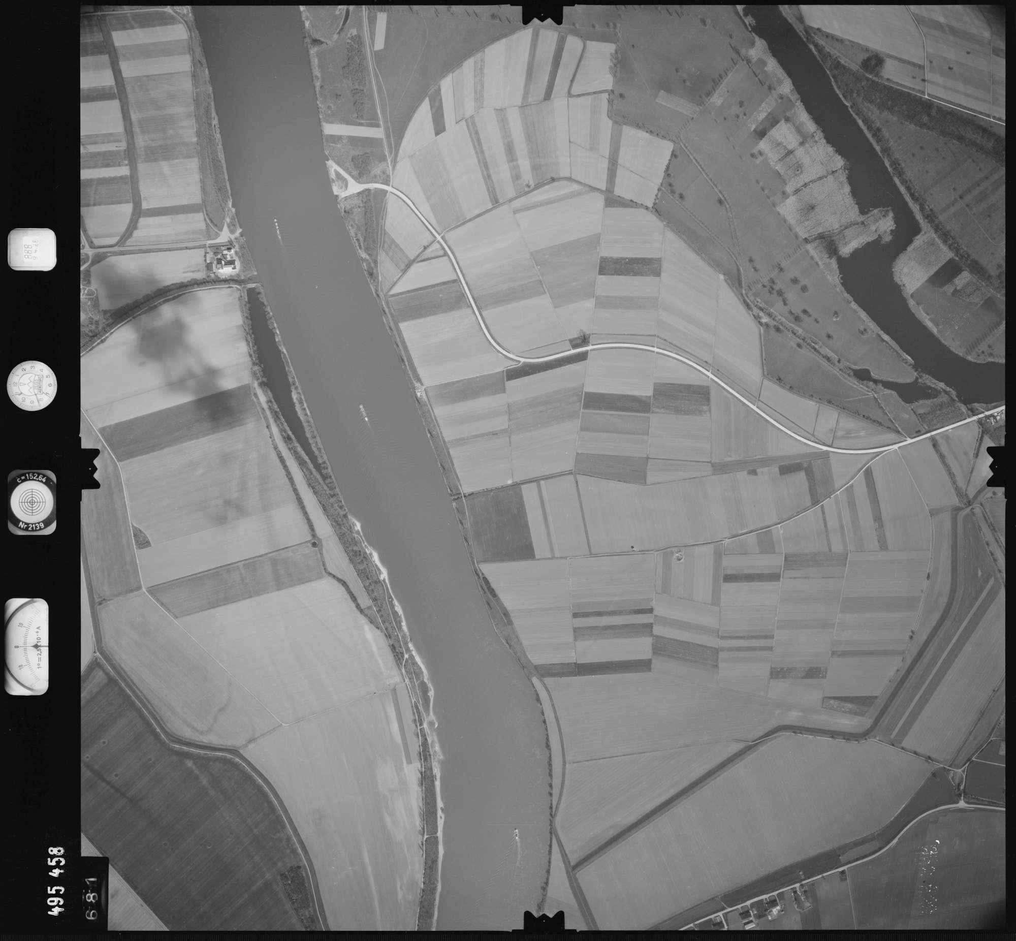 Luftbild: Film 888 Bildnr. 681, Bild 1