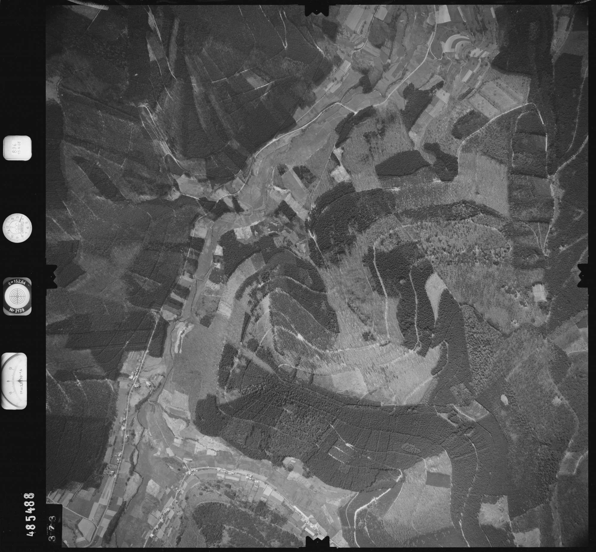 Luftbild: Film 896 Bildnr. 373, Bild 1