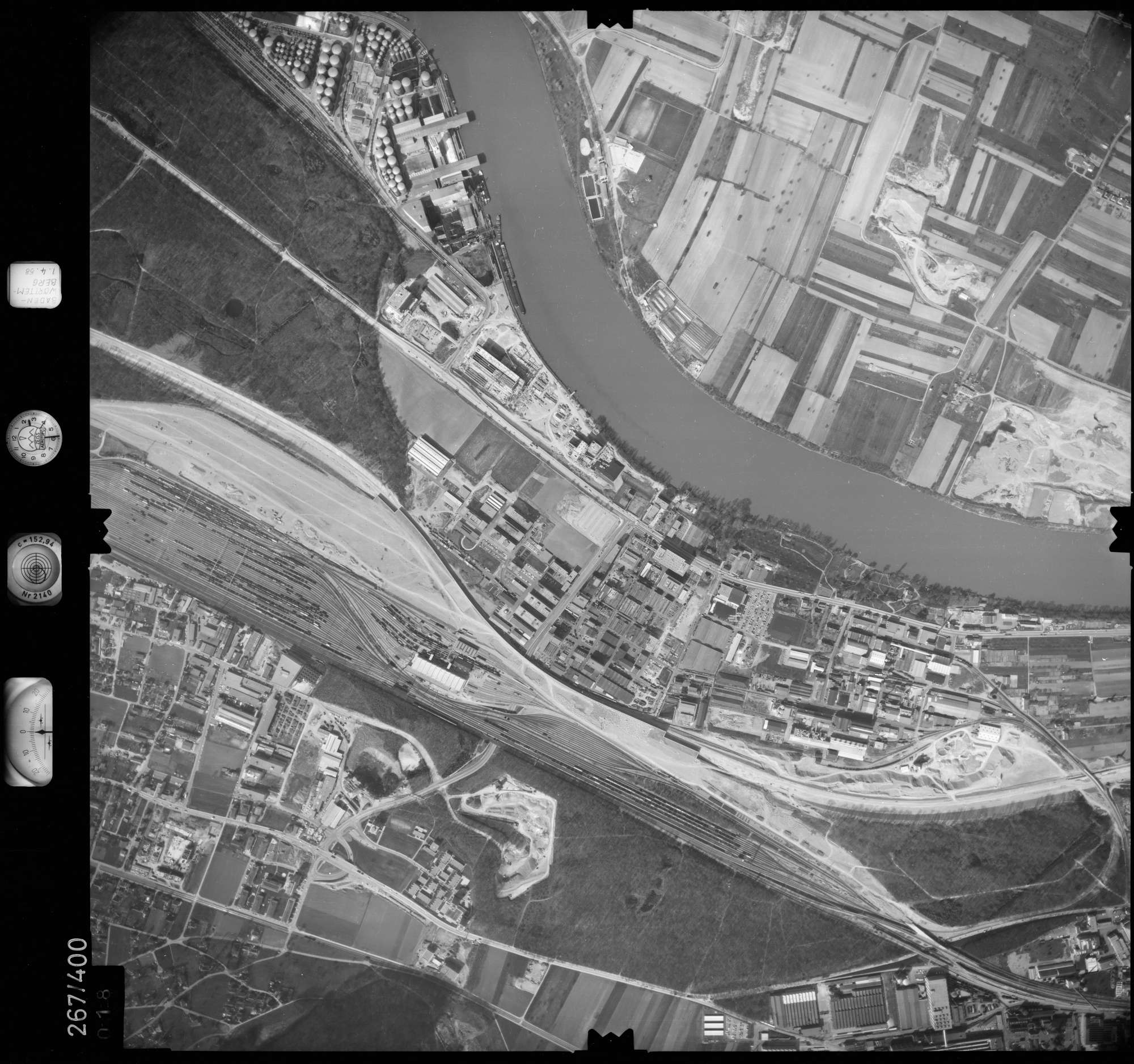 Luftbild: Film 83 Bildnr. 18, Bild 1