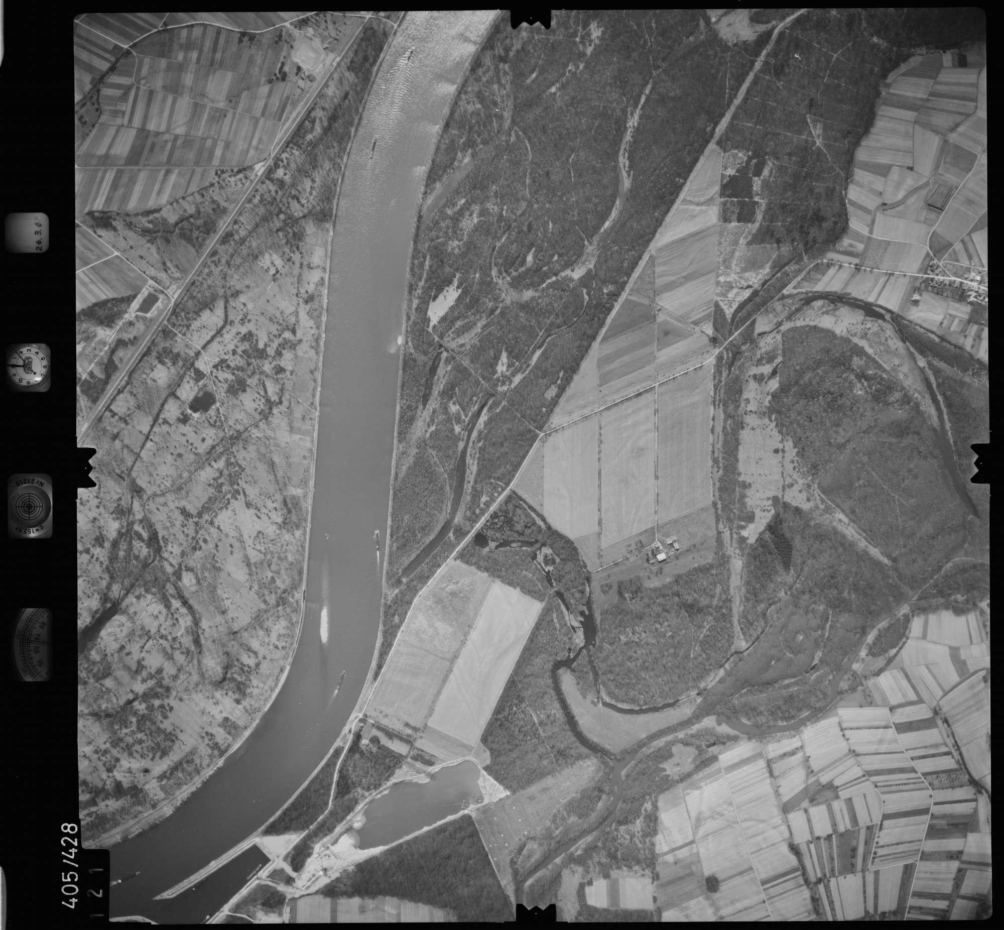 Luftbild: Film 8 Bildnr. 121, Bild 1