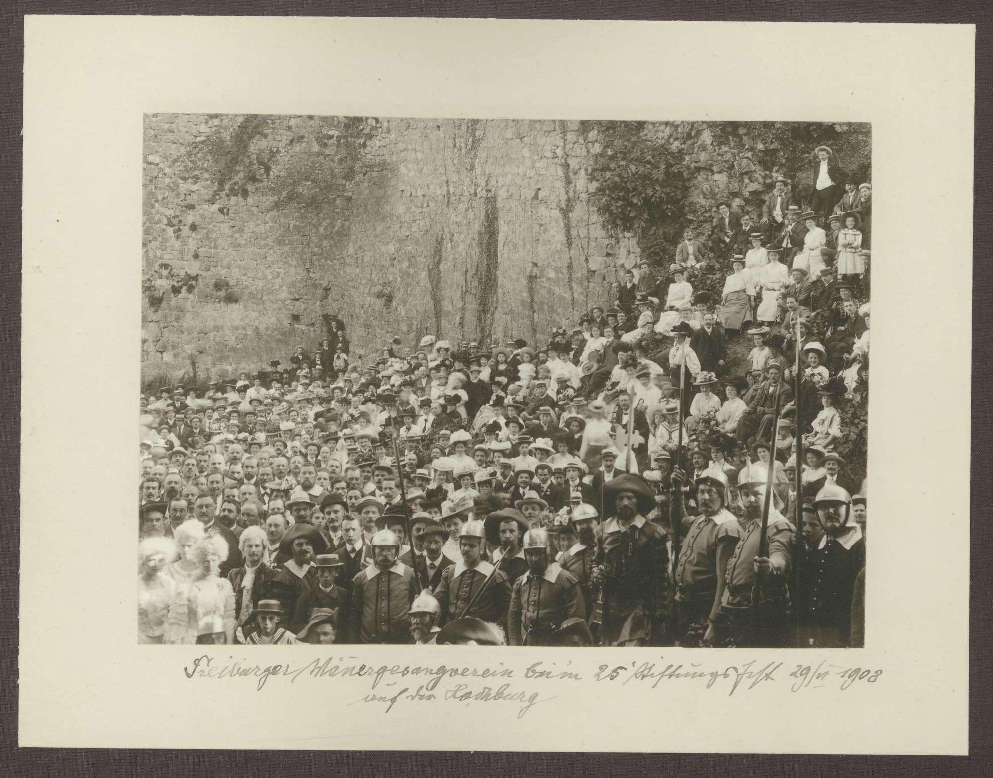 Freiburger Männergesangsverein beim 25. Stiftungsfest am 29.06.1908 auf der Hochburg, Bild 1