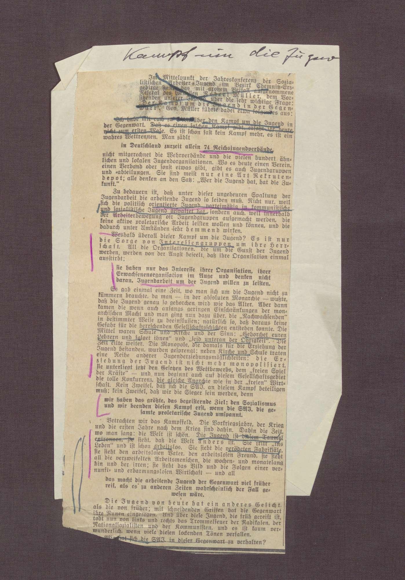 """Zeitungsausschnitt aus einer unbekannten Zeitung mit der Notiz """"Kampf um die Jugend"""", Bild 1"""