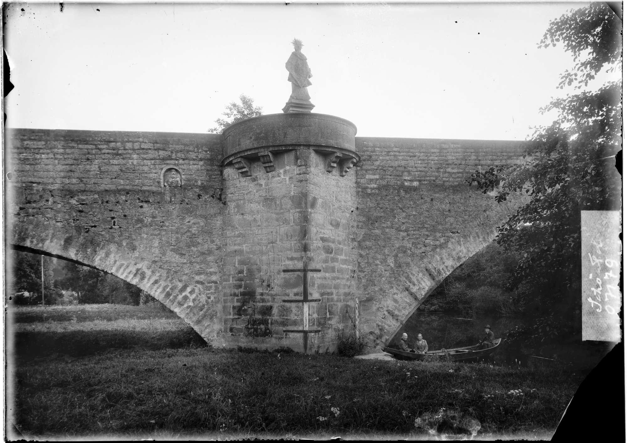 Schöntal Kloster Schöntal Jagstbrücke Bergseite 1 und 2 Pfeiler mit Baumeisterporträt von Michael Kern, sowie die Nepomukstatue, Bild 1