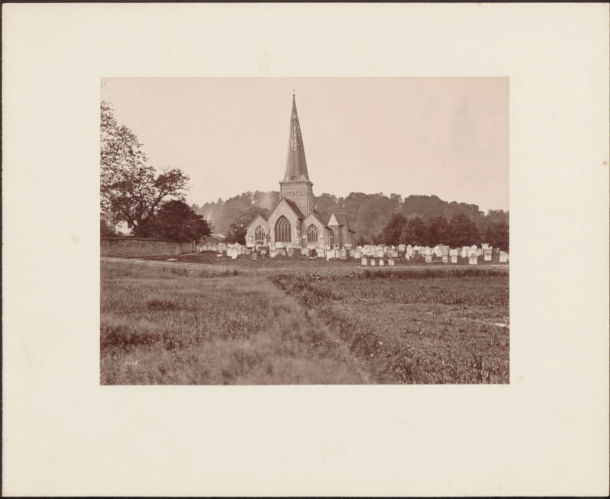 Dorfkirche mit Friedhof., Bild 1