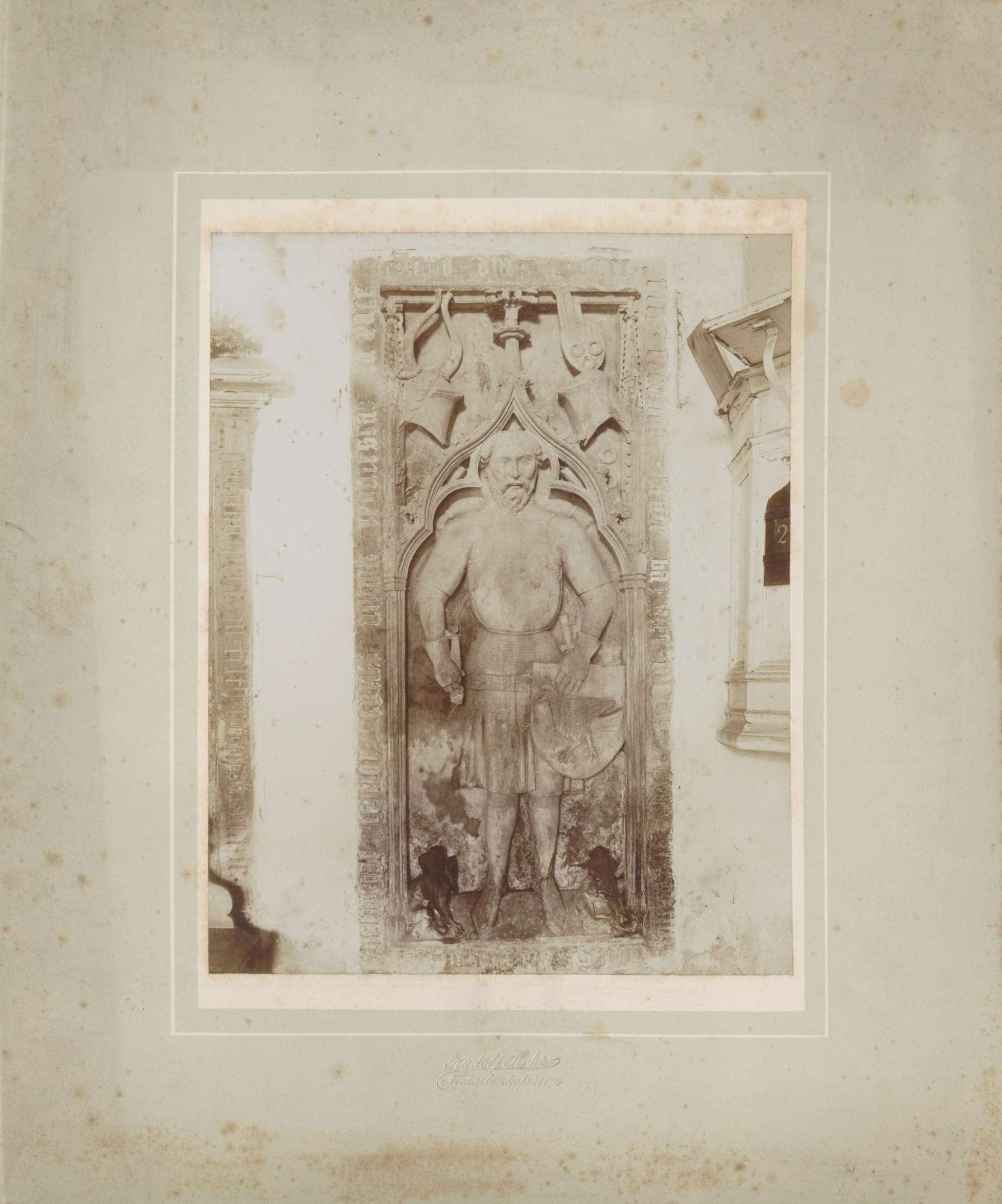 Neckarbischofsheim, Totenkirche, Grabplatte von Helmstatt., Bild 1