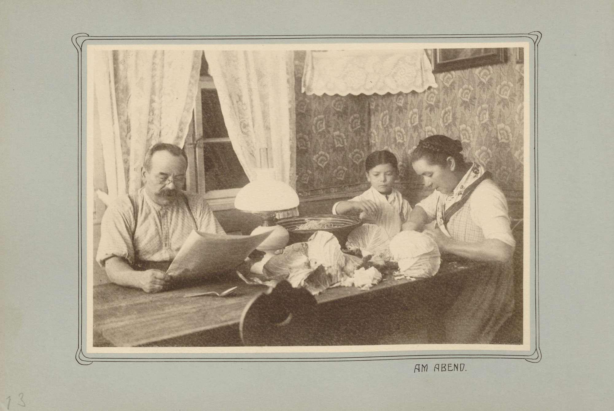 Familie aus dem Renchtal am Abend in der Stube, Bild 1