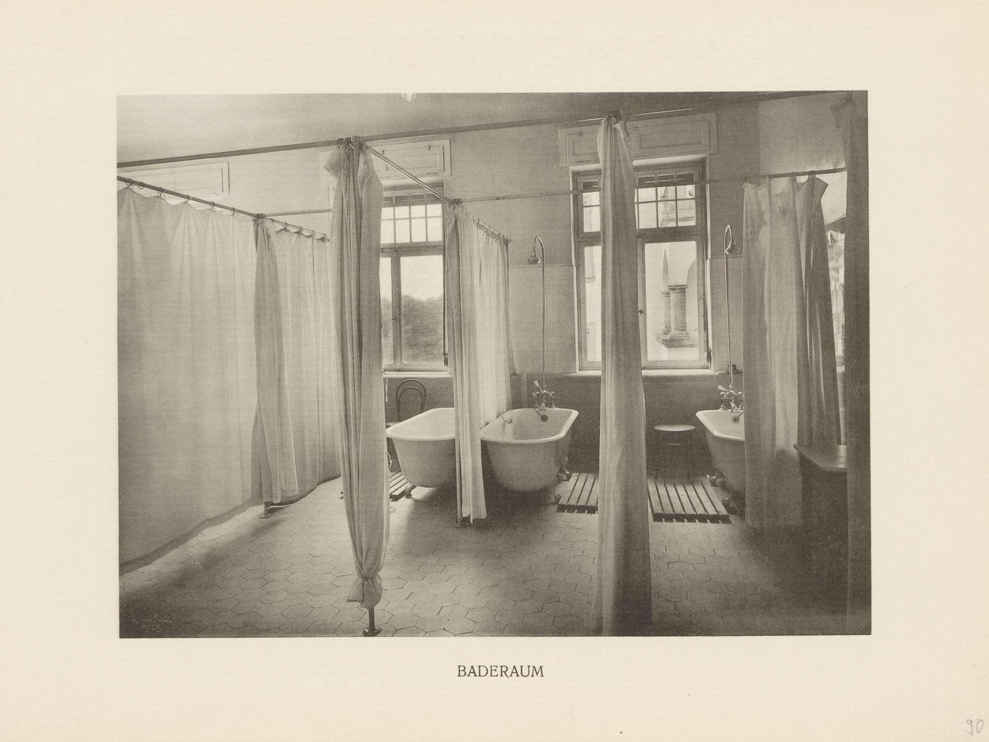 """Baderaum"" im Viktoria-Pensionat in Karlsruhe, Bild 1"