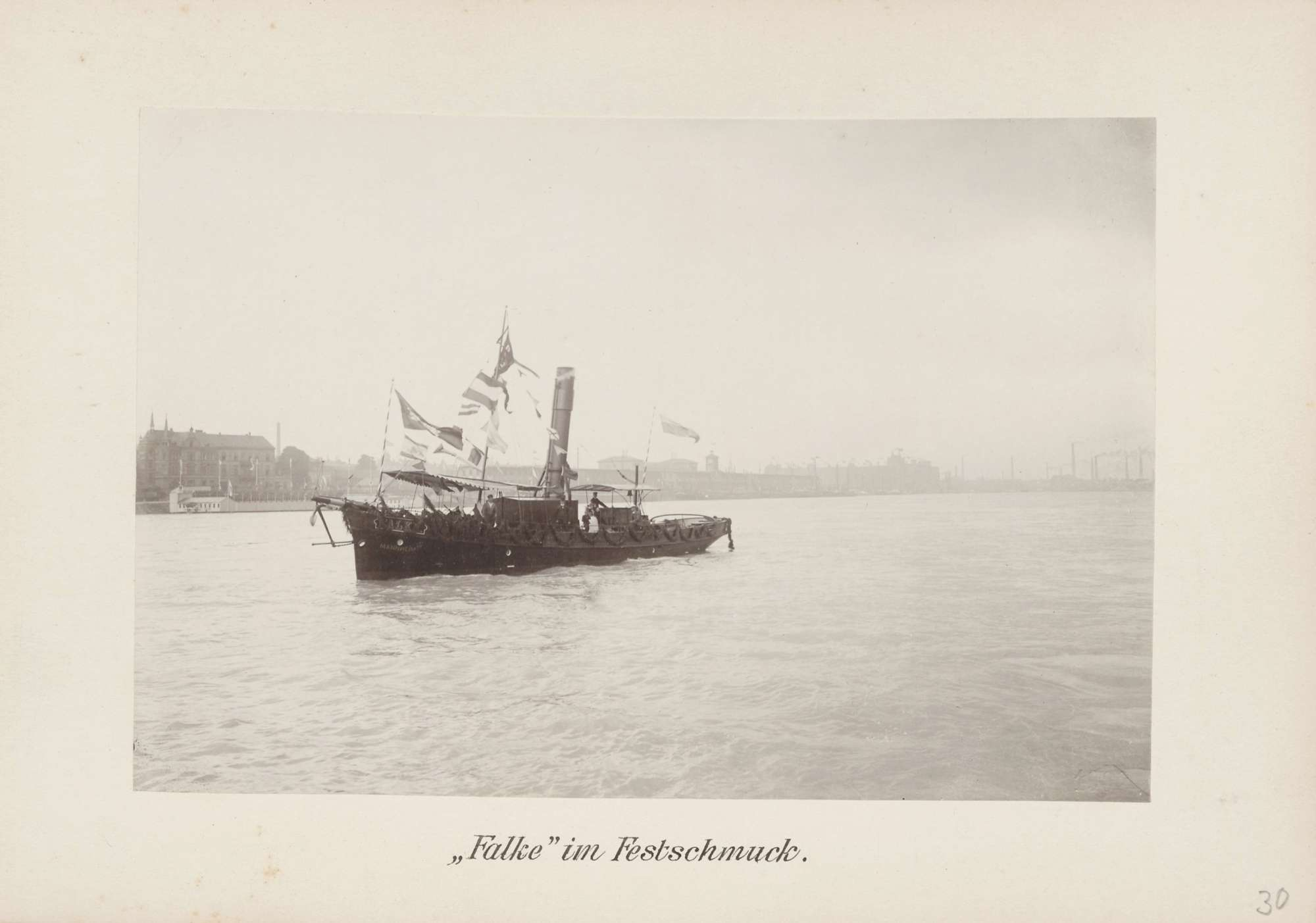 """Schiff """"Falke im Festschmuck"""" auf dem Rhein bei Mannheim, 1902 [Quelle: Generallandesarchiv Karlsruhe]"""