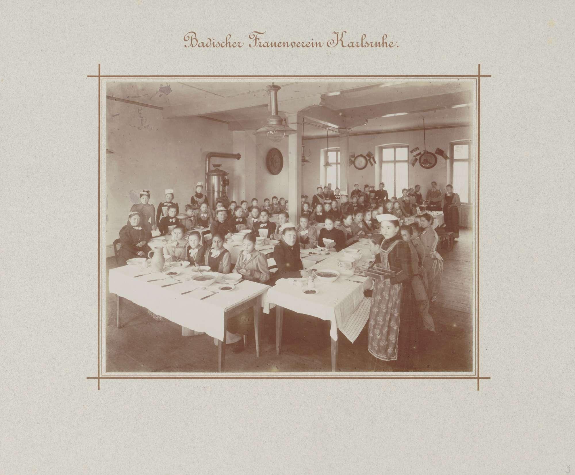 Speisesaal in einem der Häuser des Badischen Frauenvereins in Karlsruhe, Bild 1