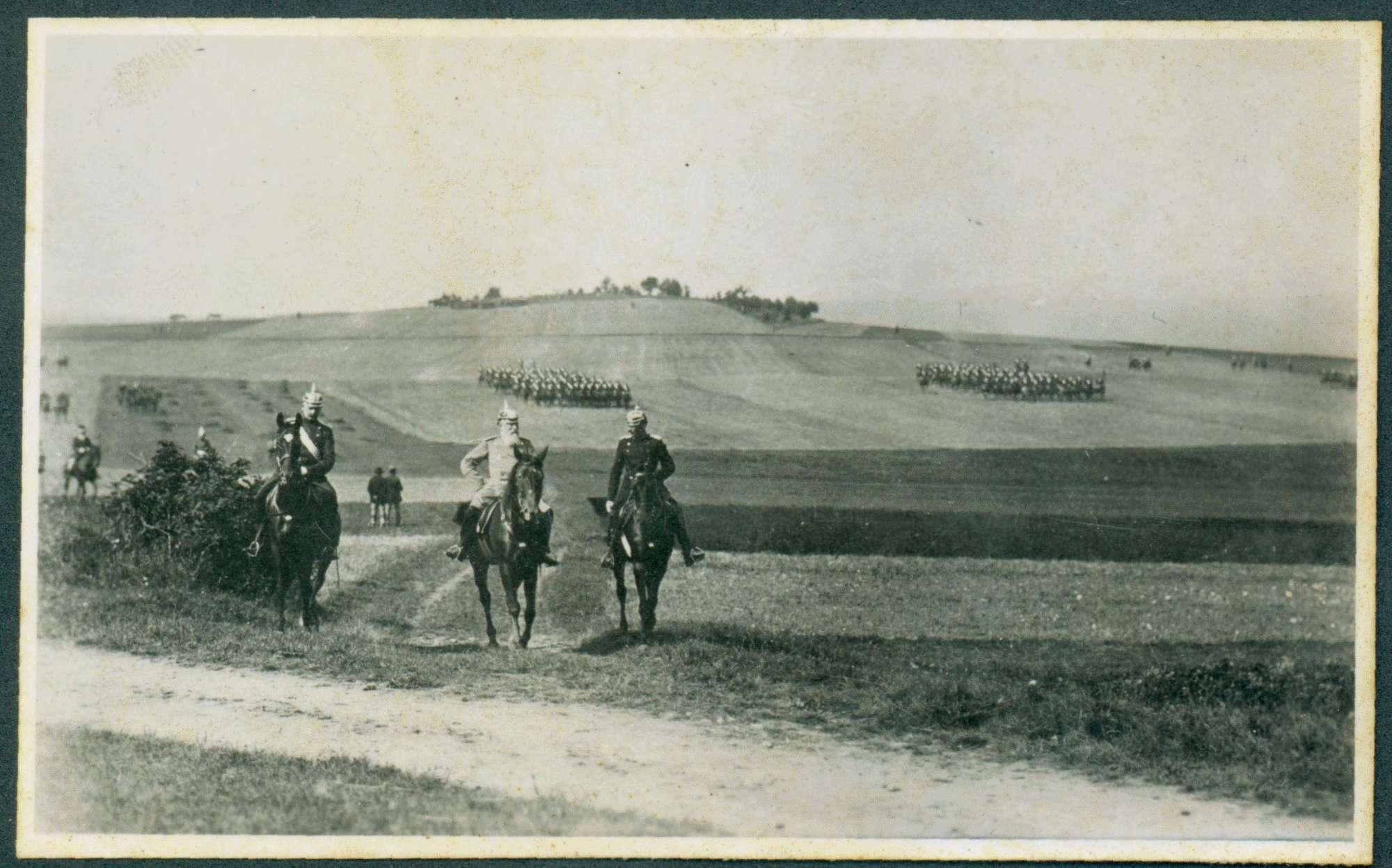 Großherzog Friedrich I. zu Pferd auf Manöverfeld., Bild 1