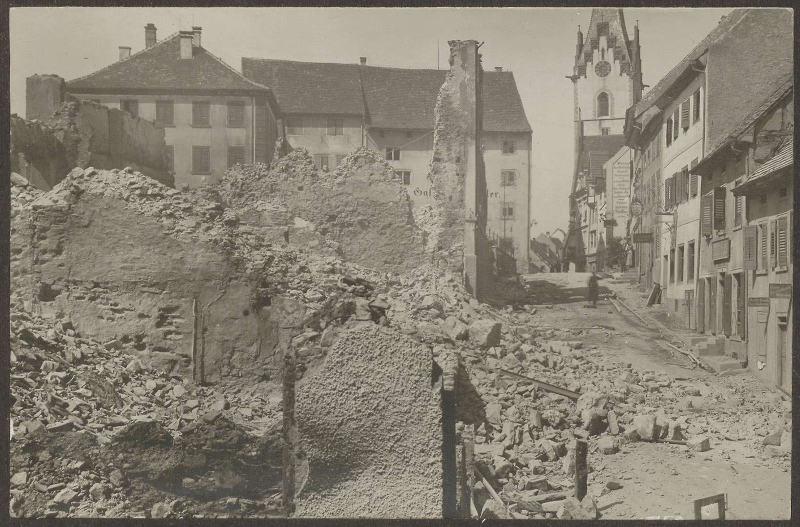 [Engen nach dem Stadtbrand vom 4. Juli 1911, im Hintergrund Pfarrrkirche], Bild 1
