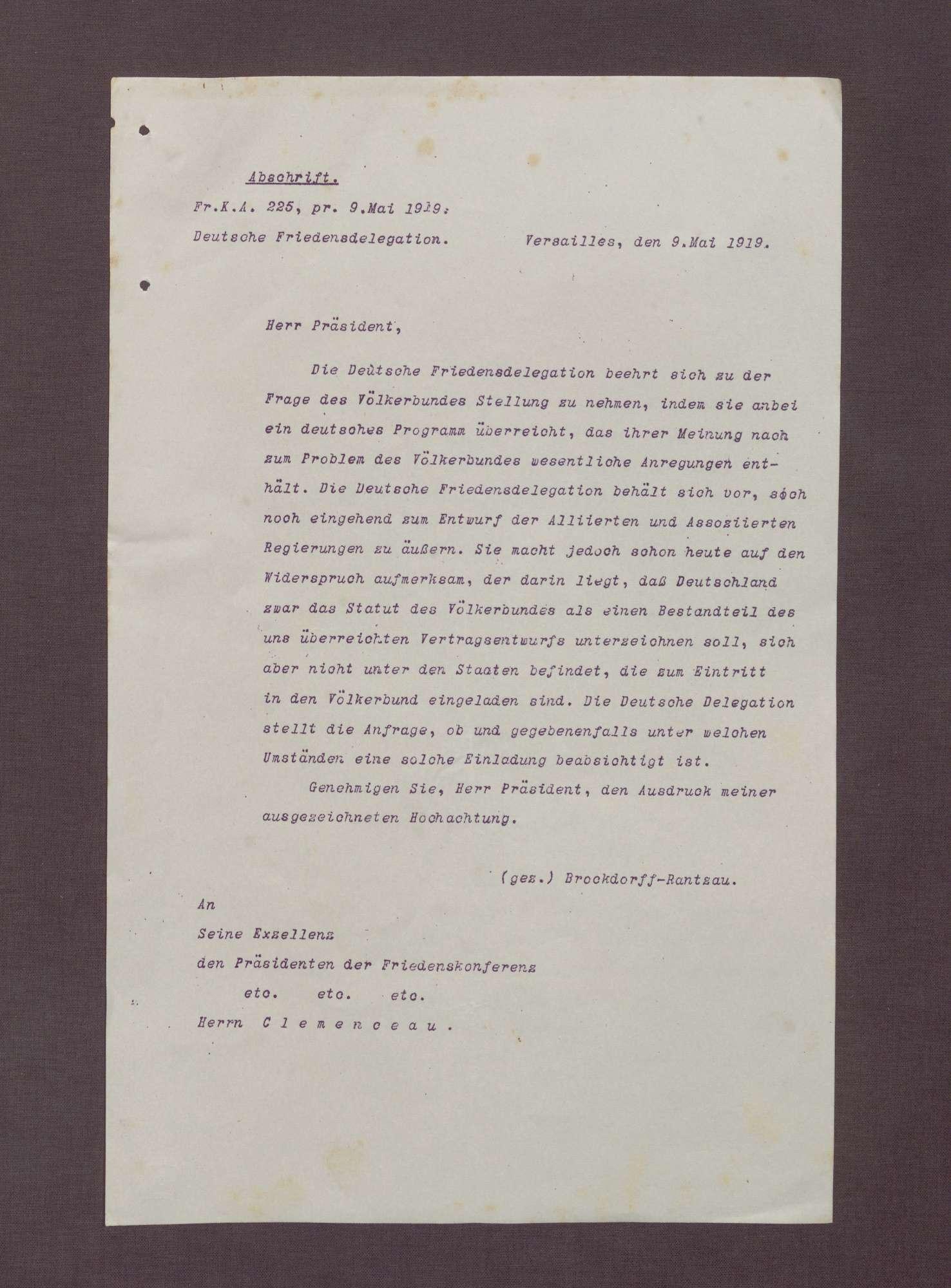 Abschrift eines Schreibens von Brockdorff-Rantzau für die Deutsche Friedensdelegation an Clemenceau; Überreichung des deutschen Programms und Anfrage bzgl. eines Beitritts zum Völkerbund, Bild 1