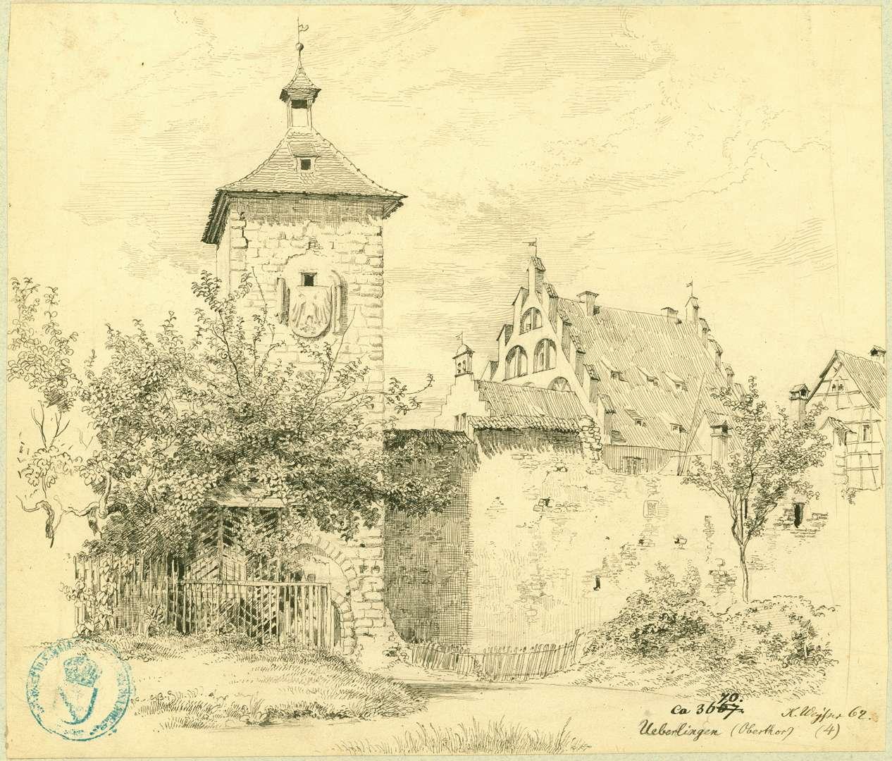 Überlingen Feldseitige Ansicht Obertor mit Stadtmauer, vom Dach des Reichlin-von-Meldeggischen-Hauses überragt, Bild 1