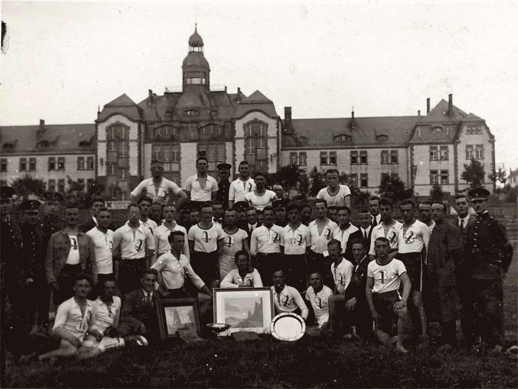 Polizei-Wettkämpfe in Karlsruhe 1922 (die Heidelberger Mannschaft), Bild 1