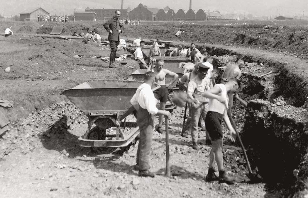 Die Ausgrabung der Aschenlaufbahn, Bild 1