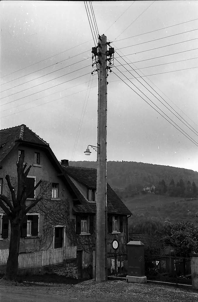 Transformatorenmast in Merzhausen, Bild 1