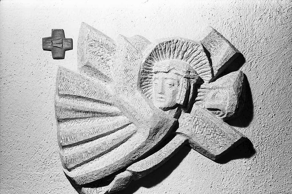 Freiburg i. Br.: Wandplastik in der Kirche St. Barbara in Littenweiler, Bild 1