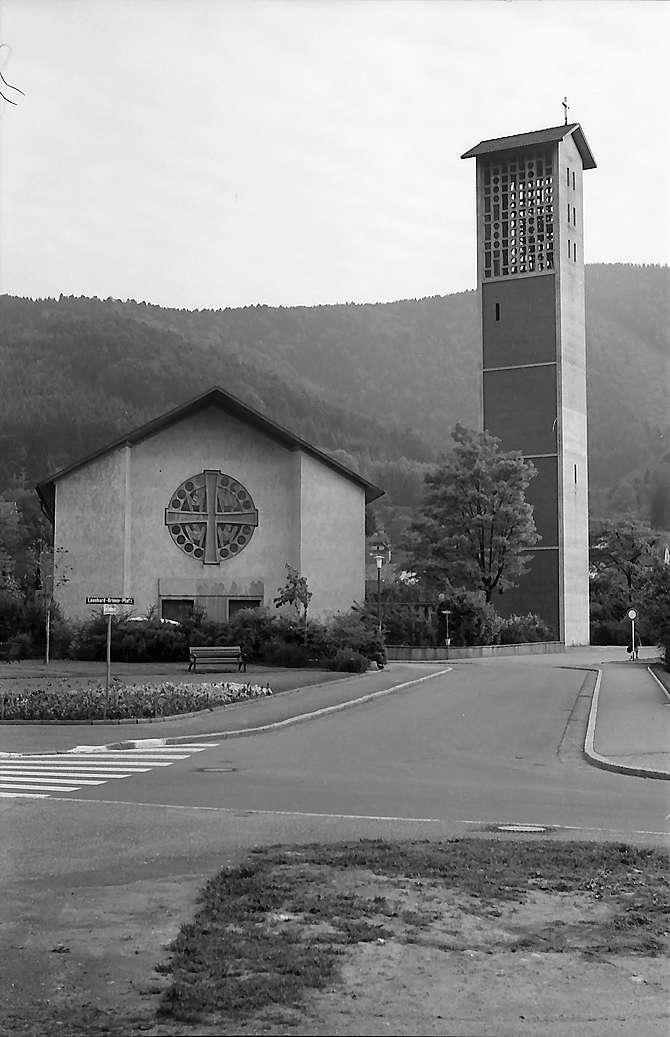 Freiburg i. Br.: Kirche St. Barbara in Littenweiler: Außenansicht von Norden, Bild 1