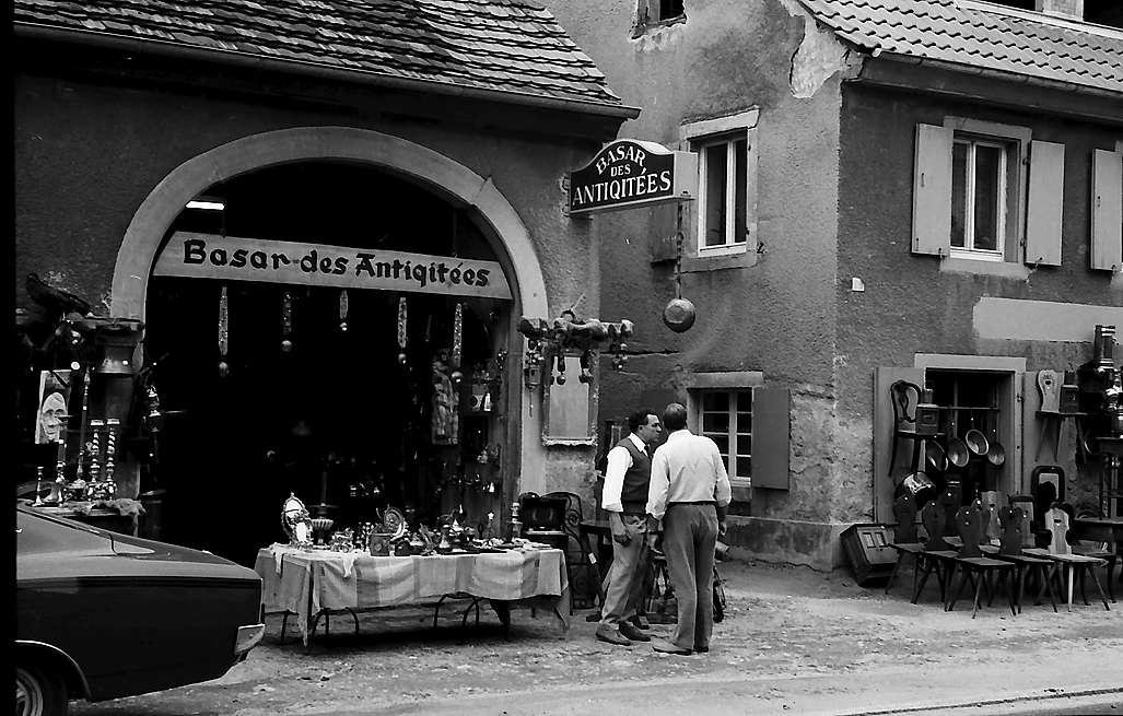 """Freiburg i. Br.: """"Bazar des Antiquités"""" in Freiburg St. Georgen, Bild 1"""