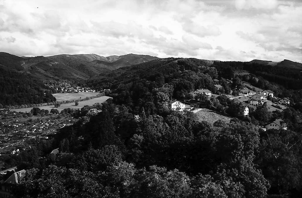 Freiburg i. Br.: Blick vom Hildaturm zum Schauinsland und nach Günterstal, Bild 1