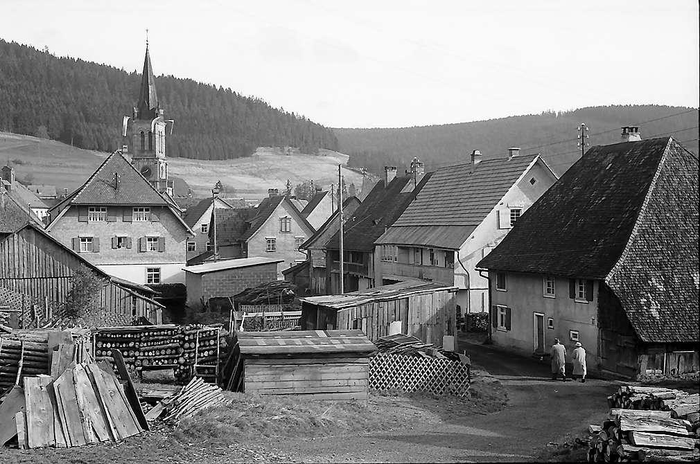 Verschachtelte Gasse in Vöhrenbach, Bild 1