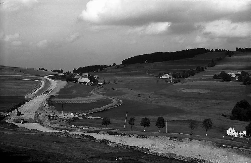 Ausbau der Landstraße bei Breitnau aus der Höhe gesehen, Bild 1