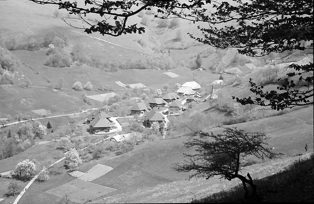 Hochtal mit dem Dorf Tunau, Bild 1