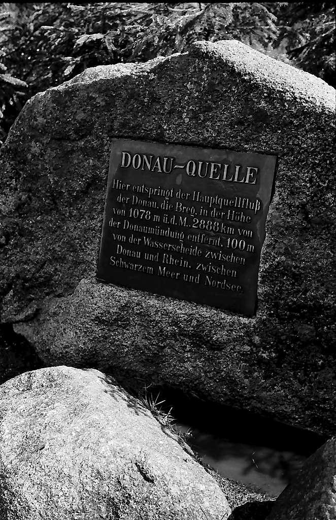 Tafel im Felsblock an der Bregquelle bei Furtwangen, Bild 1