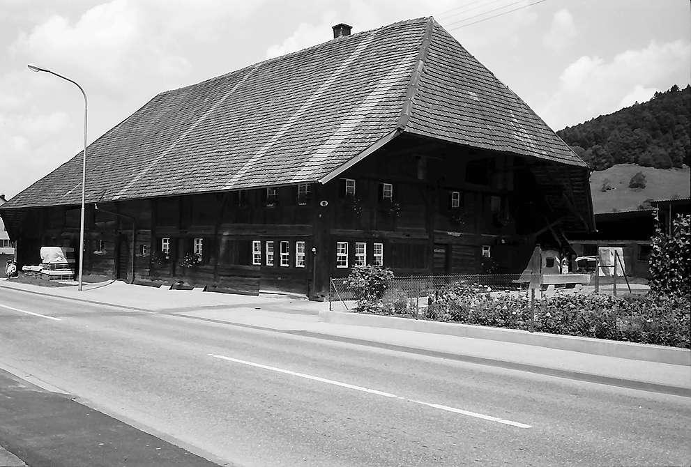 Alter Schwarzwaldhof an der Straße in Untermünstertal, Bild 1