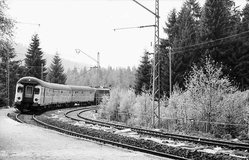 Zug im den Bahnhof Aha, Bild 1