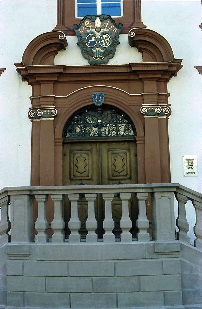 Schlossportal des Schlosses in Bonndorf mit Wappen, Bild 1