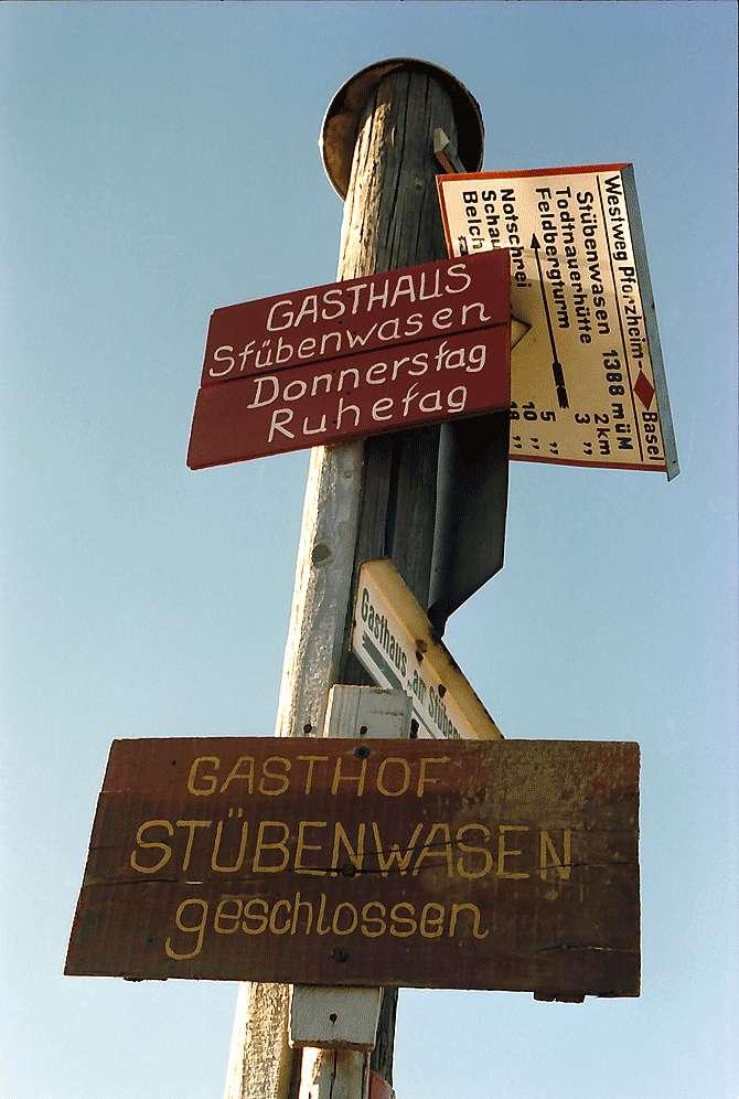 Wegweiser am Dreiländerweg auf dem Feldberg, Bild 1