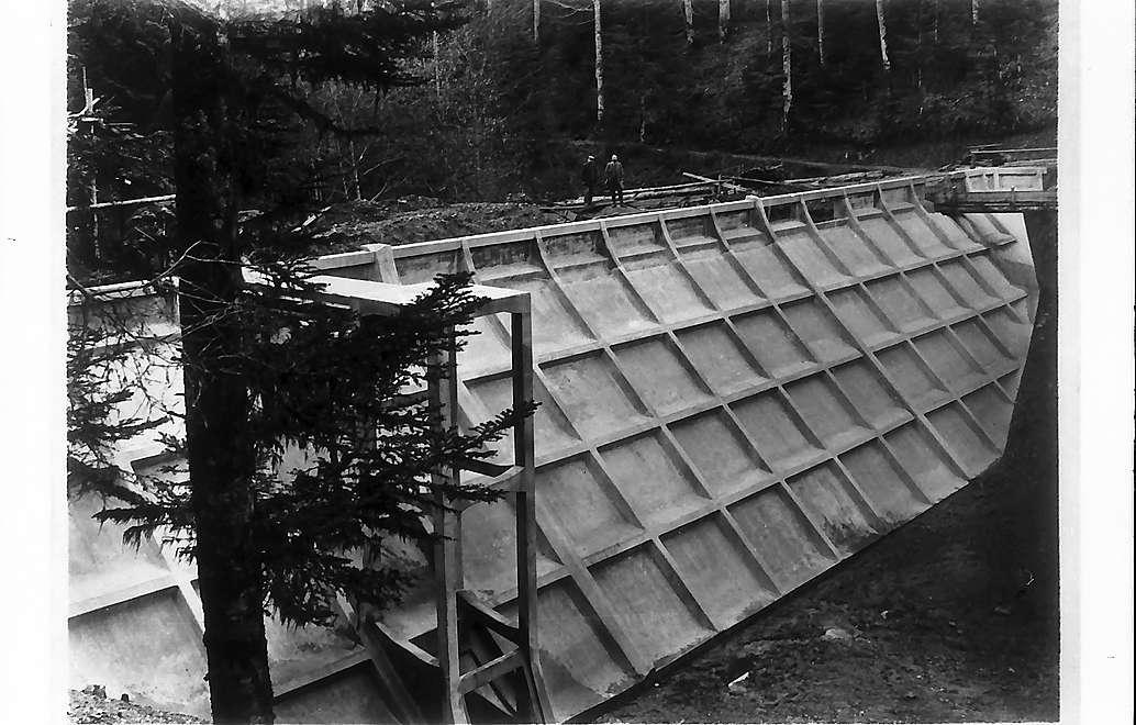 Seckenheim (?): Die Staumauer, Bild 1