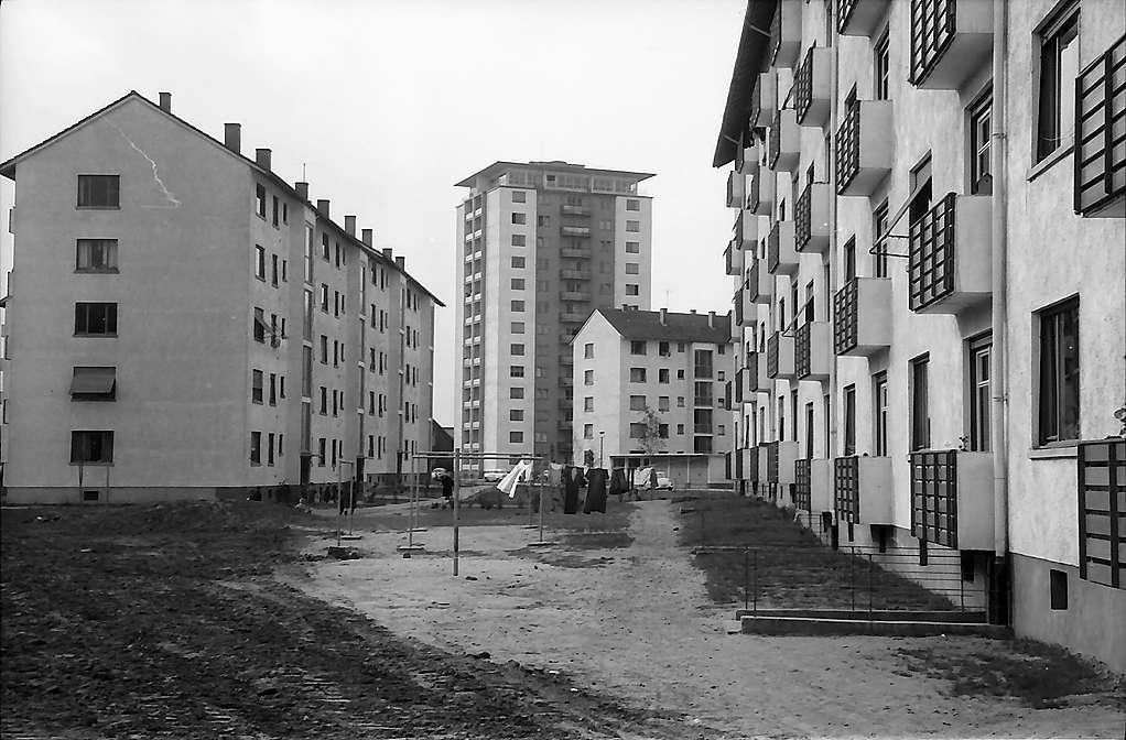 Karlsruhe: Mühlburg, Straße mit einem Hochhaus, Bild 1