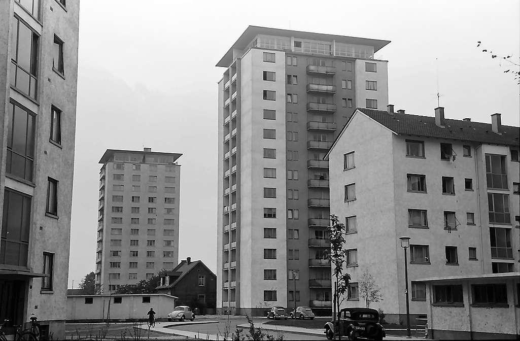 Karlsruhe: Mühlburgl, beide Hochhäuser, Bild 1