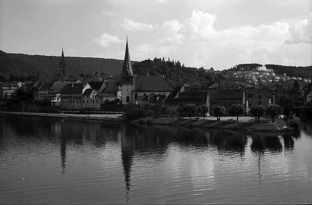 Neckargemünd: Blick über den Neckar auf die Stadt, Bild 1