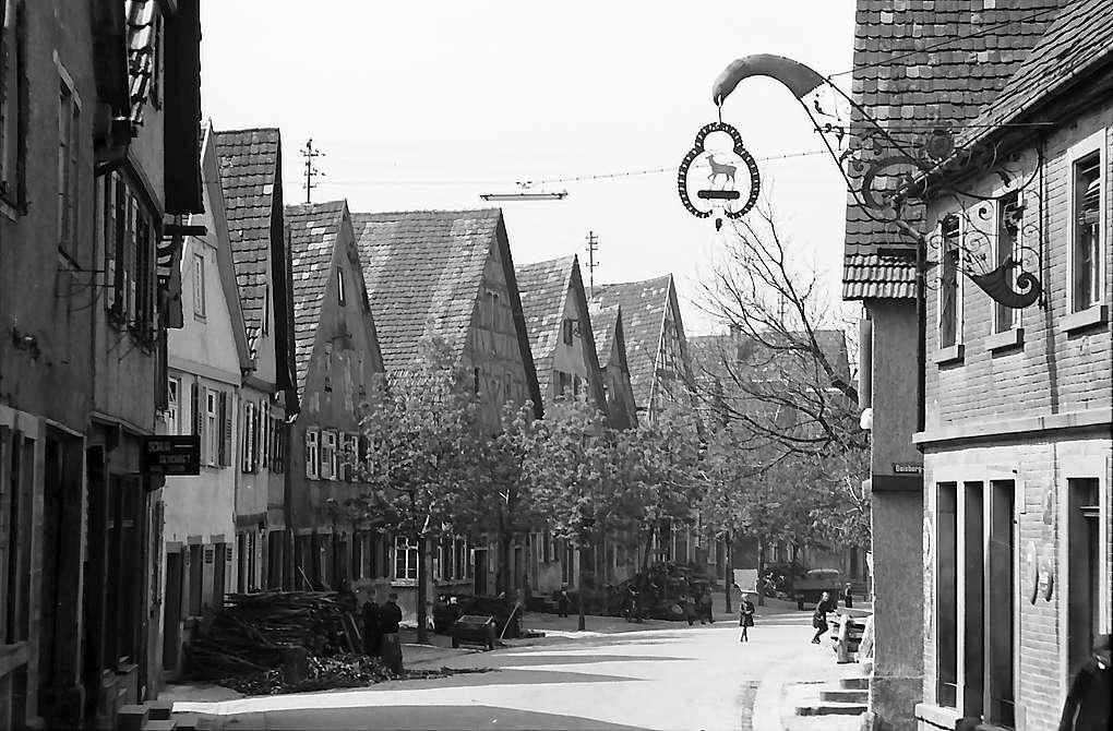 Knittlingen: Straße mit Giebelhäusern, Bild 1