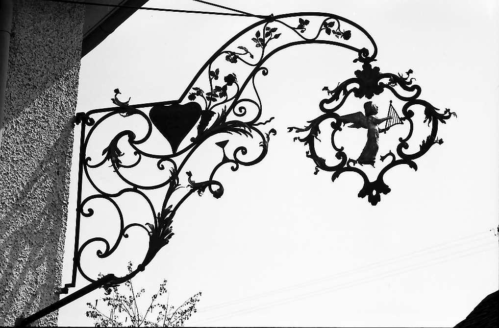 """Knittlingen: Aushängeschild """"Engel mit Harfe"""", Bild 1"""