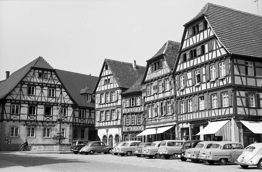 Bretten: Marktplatz mit Fachwerkhäusern, Bild 1