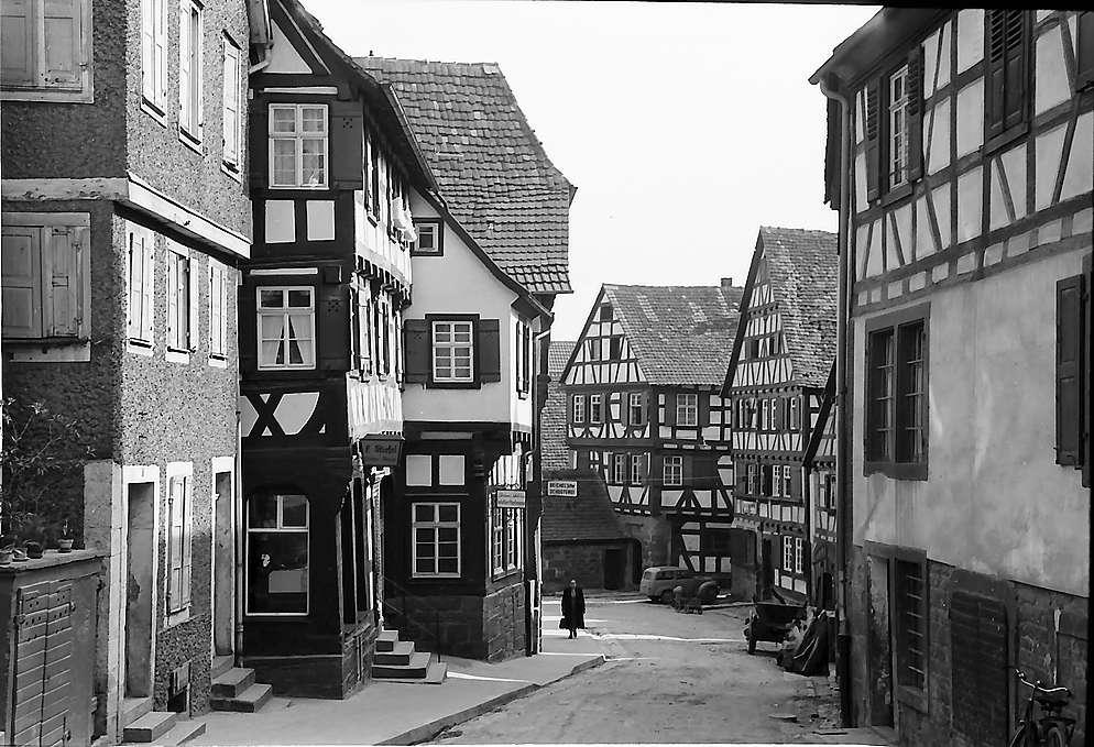 Eppingen: Gasse mit Fachwerkhäusern, Bild 1