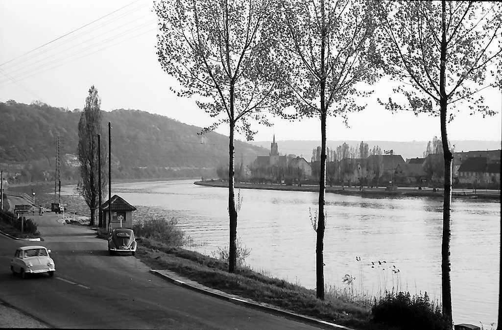 Haßmersheim: Neckarstraße bei der Fähre, Bild 1