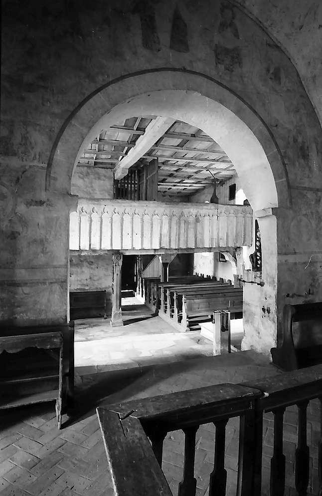 Neudenau: Blick vom Altar durch die Bögen der St. Gangolf-Kapelle, Bild 1