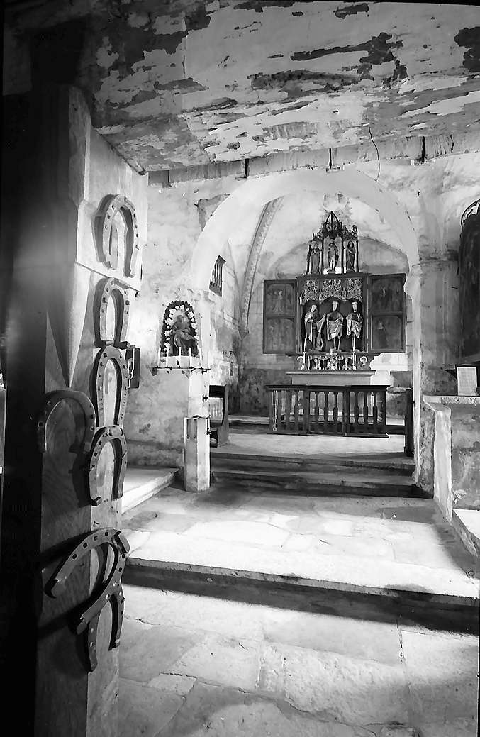 Neudenau: Blick zum Altar der St. Gangolf-Kapelle, Bild 1