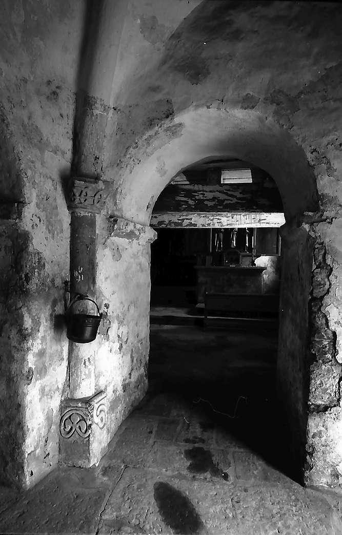 Neudenau: Blick von der Hufeisentür in das Innere der St. Gangolf-Kapelle, Bild 1