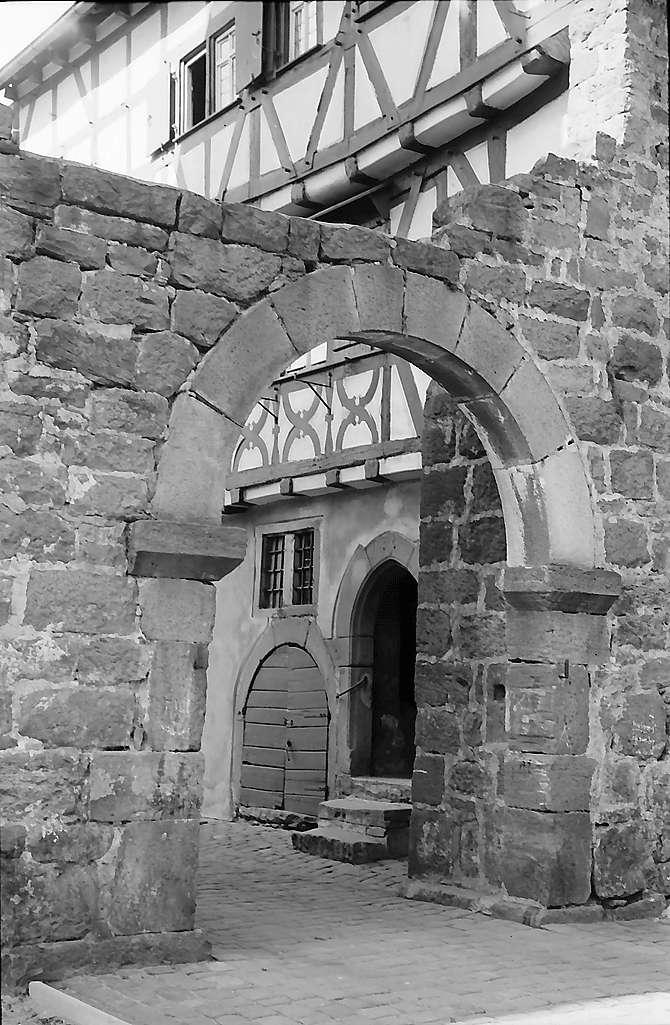 Eberbach: Tor am Blauen Hut, einem Teil der Stadtmauer, Bild 1