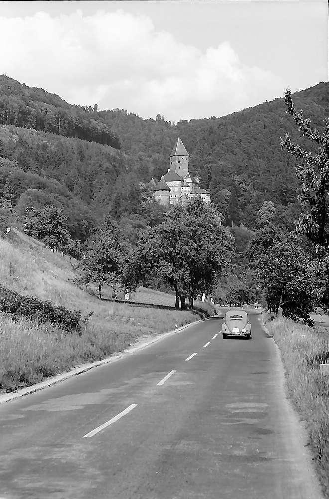 Zwingenberg: Burg an der Bundesstraße, Bild 1