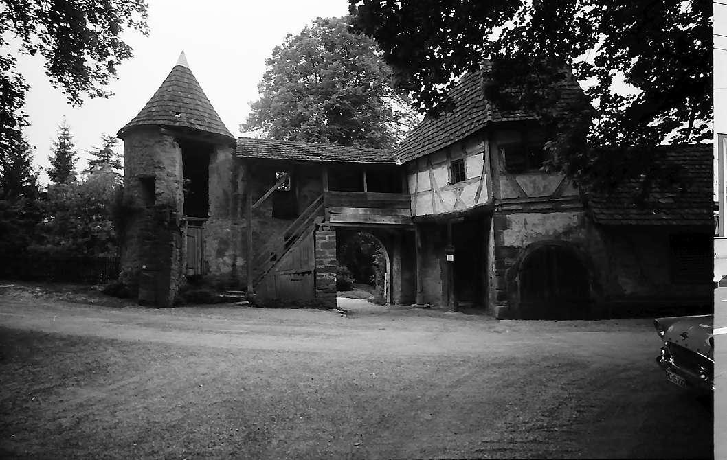 Neckarmühlbach: Burgtor im Wehrgang von innen, Bild 1