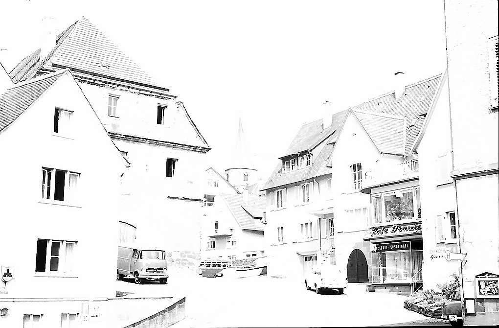 Weinsberg: Gasse mit Turm der Stadtkirche, Bild 1